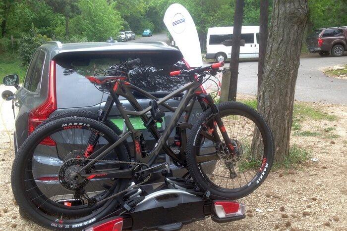 kerékpár szállítása hátul vonóhorgon